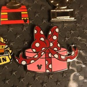 Disney 2019 Hidden Mickey Pin Minnie present